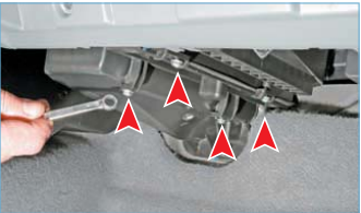 Ключом (головкой) «на 7» или крестообразной отверткой отворачиваем четыре самореза крепления крышки фильтра…